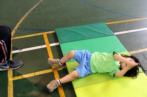 ももひよこ組、体育館でコスモス始めました! 写真 その6