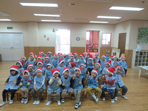 サンタさんが幼稚園にやってきた! 写真 その1