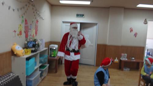 サンタさんが幼稚園にやってきた! 写真 その2