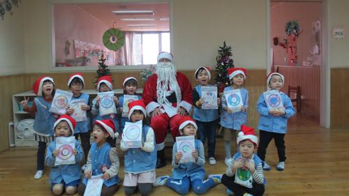 サンタさんが幼稚園にやってきた! 写真 その7
